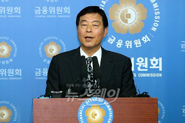 우리은행 매각 방안 브리핑하는 박상용 공적자금관리위원회 위원장