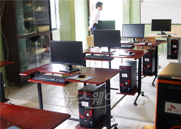 SK건설, 에콰도르 초·중교에 컴퓨터 기증