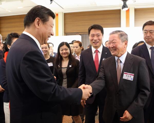 [NW포토]LG전시관 찾은 시진핑 주석