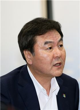 """신제윤 """"우리은행 매각, 입찰과 낙찰자 선정 동시에 추진"""""""