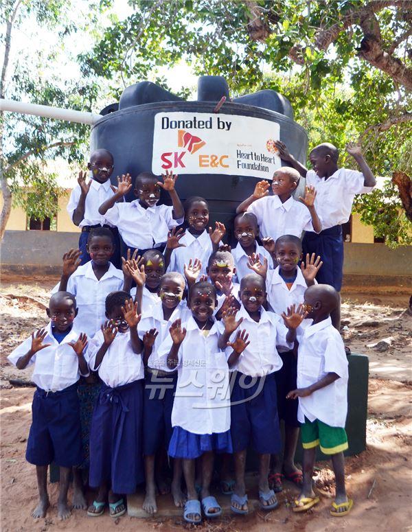 SK건설, 탄자니아 초교에 물탱크 설치·기부