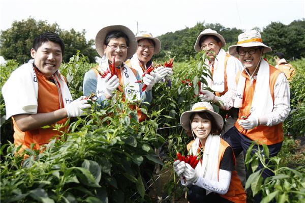 한화생명, '행복한 여름걷이'로 봉사활동 펼쳐