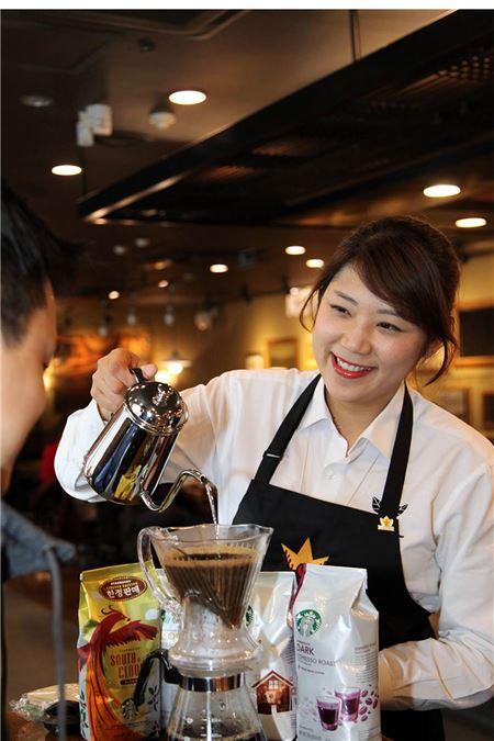 스타벅스 고객, 오후 1~5시 사이에 에스프레소 커피 선호