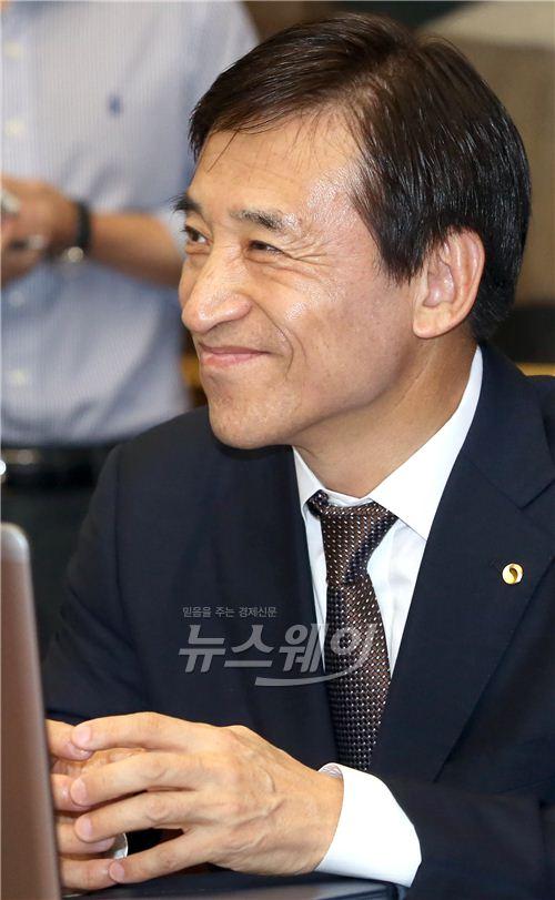 [NW포토]밝은 표정의 이주열 한국은행 총재