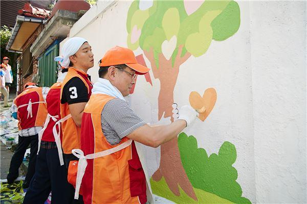 이기화 SK루브리컨츠 사장, 직원들과 벽화 그리기 봉사활동