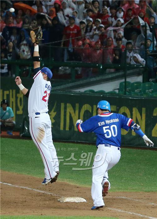 아시안게임 야구 결승, '전력질주하는 김현수'