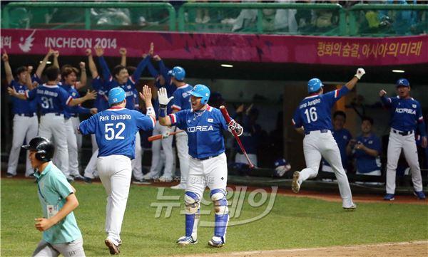 '아시안게임 야구 결승'황재균의 쐐기타로 분위기 상승