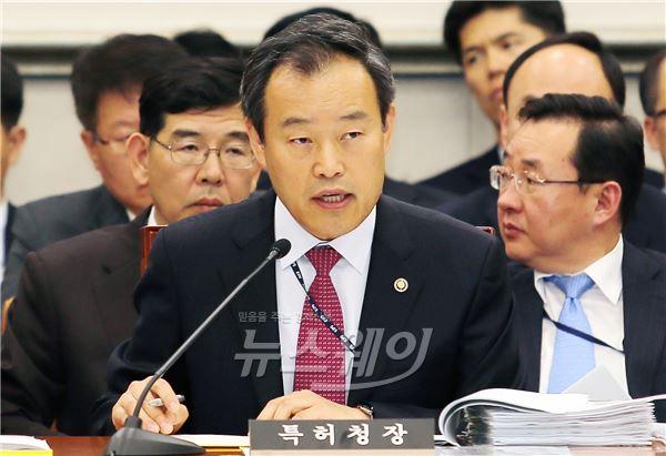 '고위퇴직자 유관기관 재취업- 김영민 특허청장, 전관예우 없다'