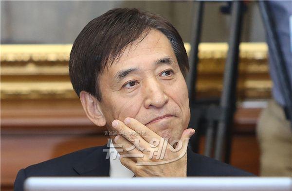 """[일문일답]이주열 총재 """"금리인하로 인한 자본유출, 면밀히 지켜보고 있다"""