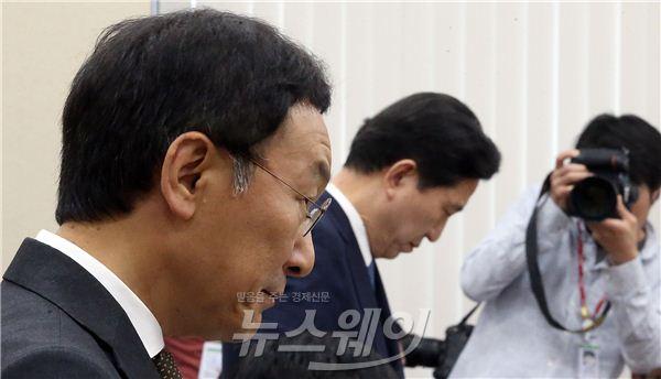 정무위 국감, 고개 숙인 임영록·이건호