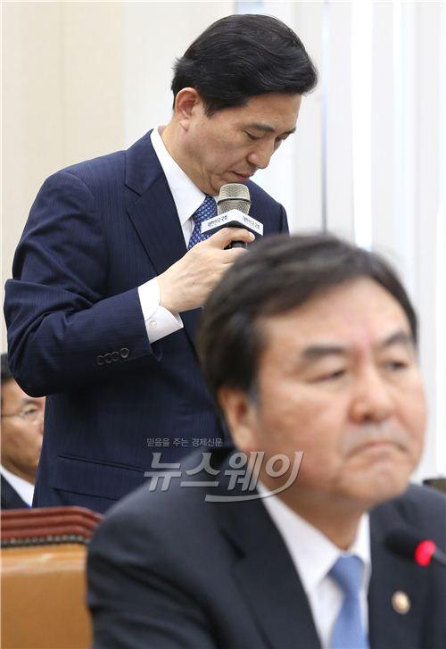 정무위 국감, 심각한 표정의 신제윤·임영록