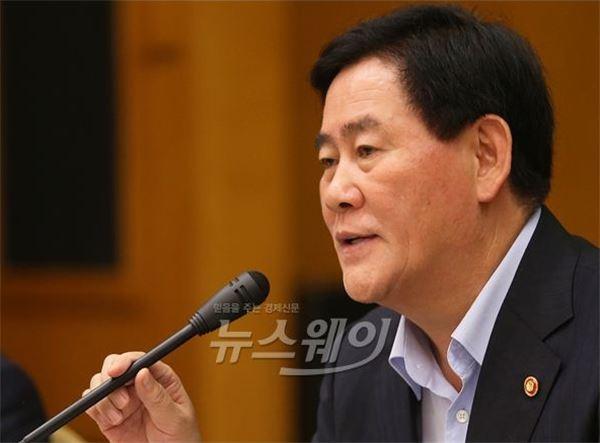 '초이노믹스'에 금리인하로 화답한 이주열 총재