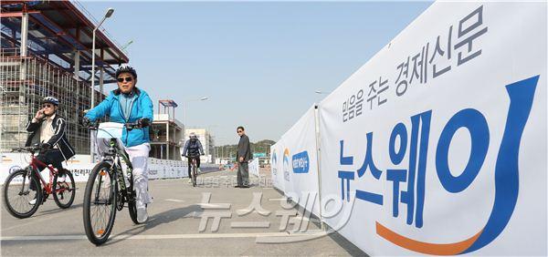 김종현 뉴스웨이 대표, 자전거 타고 씽씽~