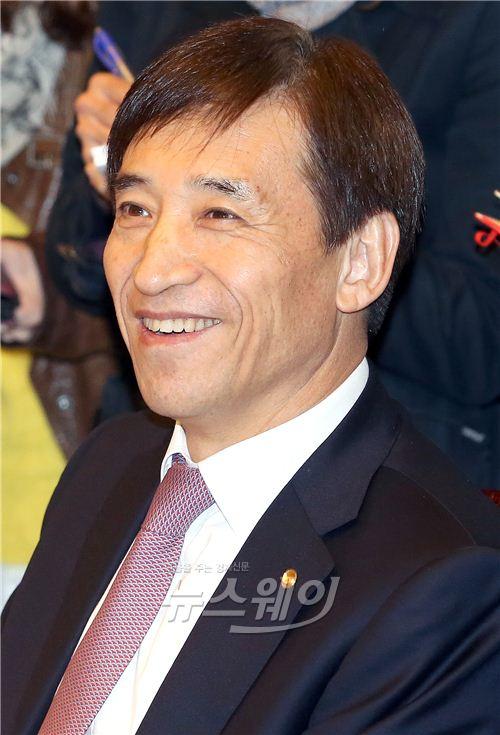 [NW포토]밝은 표정의 이주열 한은 총재