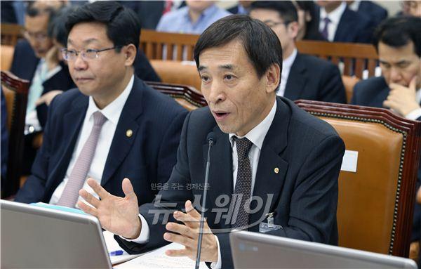 [NW포토]기재위 종합국감, 답하는 이주열 한국은행 총재