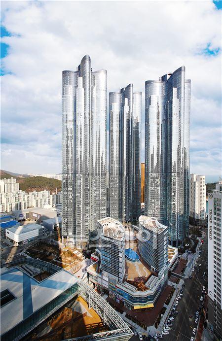 '월드클래스' 해운대 두산위브더제니스 '눈길'