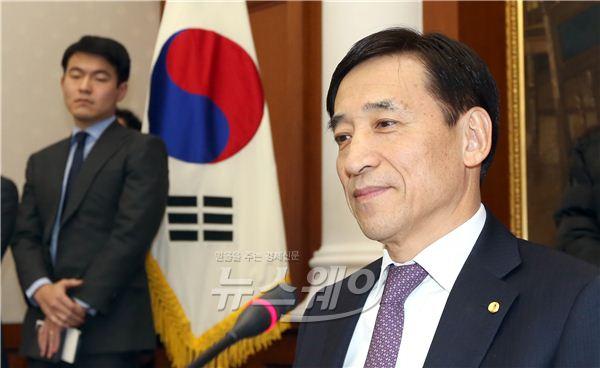 [NW포토]생각에 잠긴 이주열 한국은행 총재