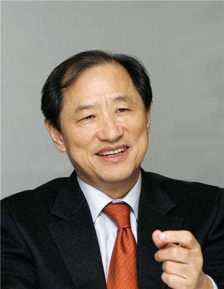 이상철 부회장 보수 18억4800만원으로 이통사 CEO중 '연봉킹' 등극