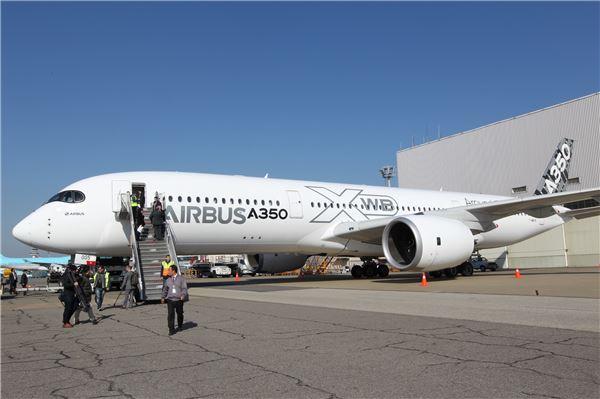 에어버스 차세대 최신 여객기 A350 XWB 국내서 첫 선