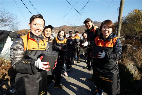 미래에셋그룹 임원진 '사랑의 연탄 나눔 봉사활동' 펼쳐