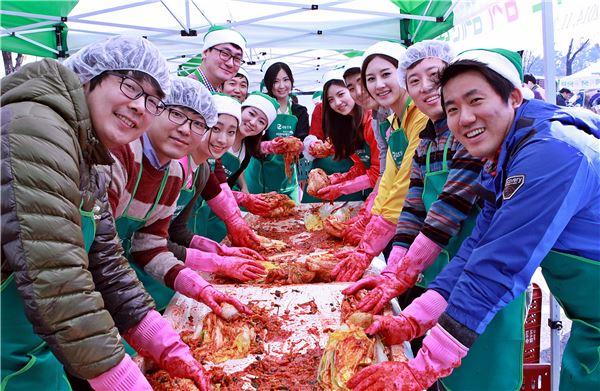GS건설, 미스코리아와 김장 김치 나눔 봉사 펼쳐