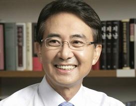 홍석조 BGF리테일 회장 등기이사 사임…책임경영 회피 논란