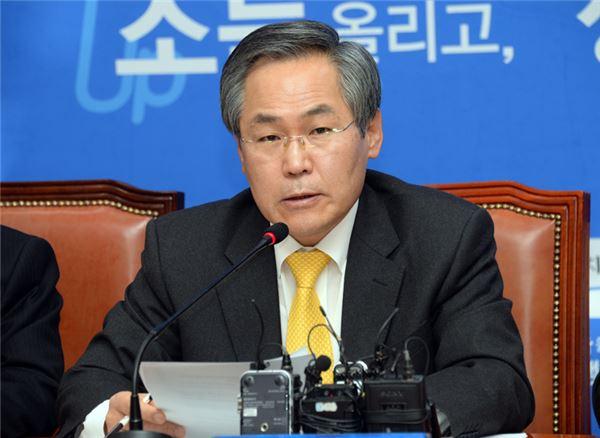 """우윤근 """"운영위 소집·특검 실시해야""""…임시국회 보이콧 시사"""
