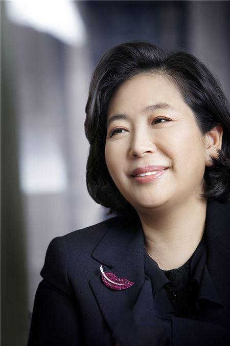 현정은 현대 회장, 한 달여 만에 방북…김양건 비서와 환담