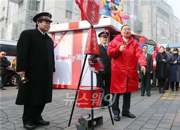 정홍원 국무총리, 구세군 자선냄비 자원봉사
