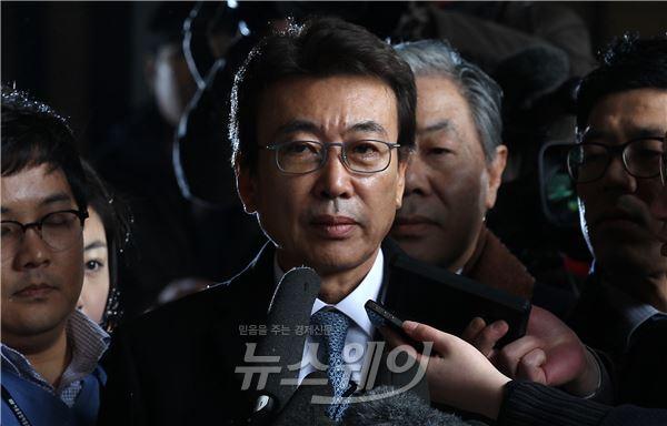 """비선실세 검찰 발표, 野 """"청와대 맞춤형 변론일 뿐"""""""