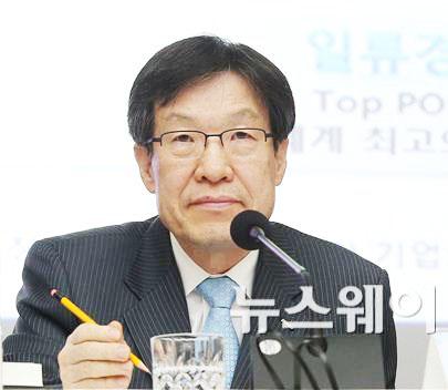 """권오준 포스코 회장 """"2015년 투자 규모 축소할 것"""""""