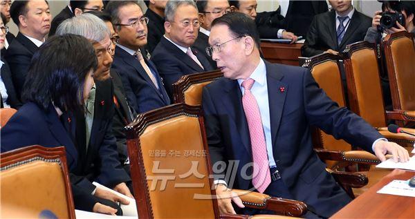 대화 나누는 김기춘·유민봉·조윤선
