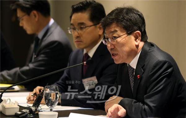"""윤상직 장관 """"석유화학산업 경쟁력 강화 박차"""""""
