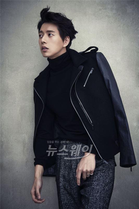 """박해진, SNS 사칭에 곤혹… 소속사측 """"공식 계정외 사용 NO"""" 당부"""