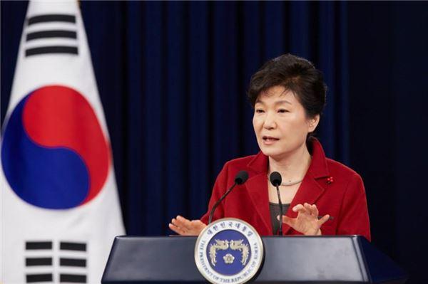 朴대통령 국정지지도 취임 이래 최저치 기록