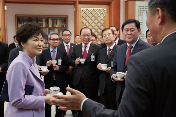 朴대통령 마지막 업무보고…인적쇄신 구상 돌입할 듯