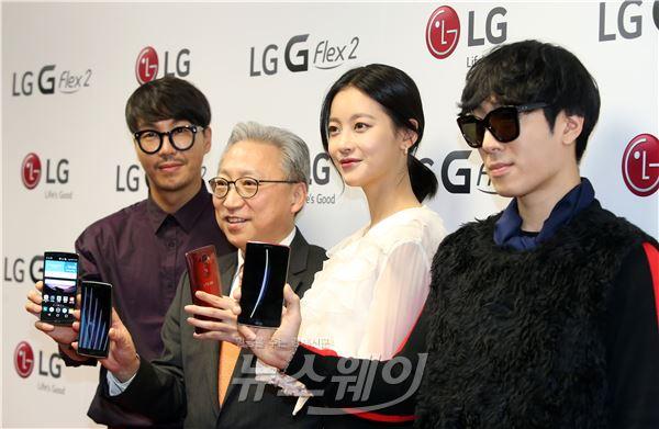 [NW포토]커브드 스마트폰 LG G FLEX2 국내 첫 공개