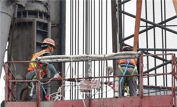 """시멘트업계 """"건설경기 회복? 큰 기대 안 해"""""""