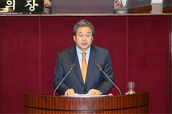 """김무성 """"증세없는 복지 불가능…리더십 부족"""""""