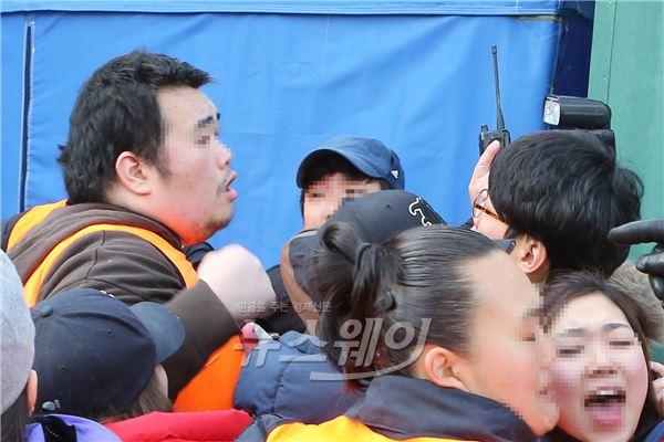 구룡마을 철거, '취재진 위협하는 용역직원'