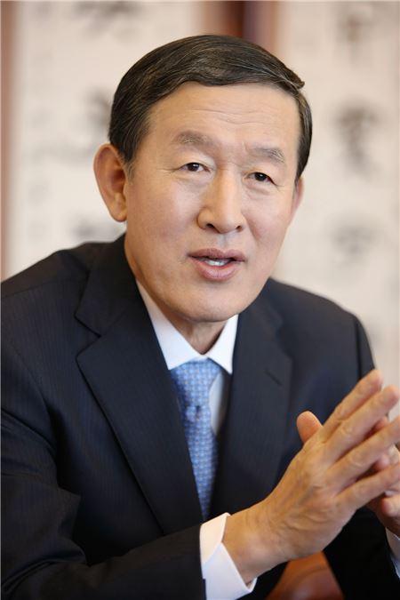 허창수 GS 회장, 신임 임원에 '슈틸리케式 실용 리더십' 주문