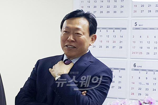"""신동빈 롯데그룹 회장 """"입점 상가 위해 다양한 이벤트 준비하겠다""""(2보)"""