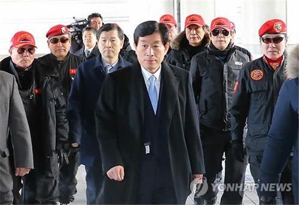 """원세훈 유죄판결…與 """"유감스러운 일"""" vs 野 """"사필귀정"""""""