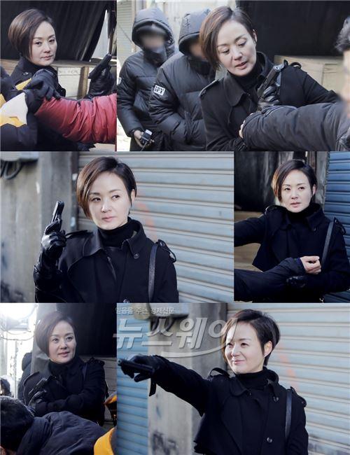 '스파이' 배종옥, 칼 이어 총 액션 '新 액션의 아이콘'