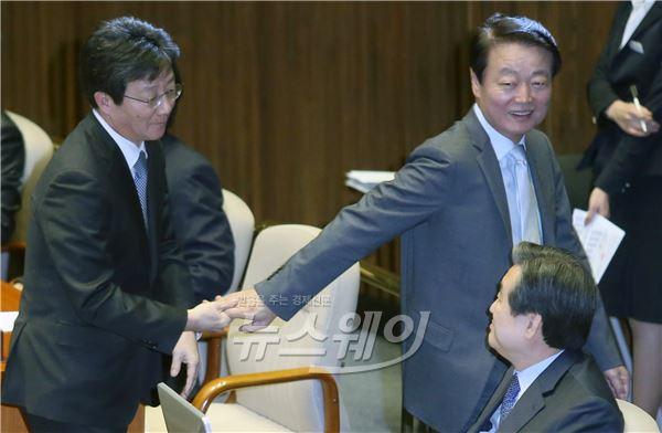 [NW포토]환한 표정의 김무성·유승민·한선교