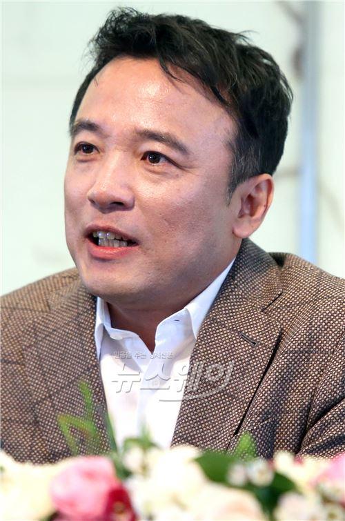 밝은 표정의 김택진 엔씨소프트 대표