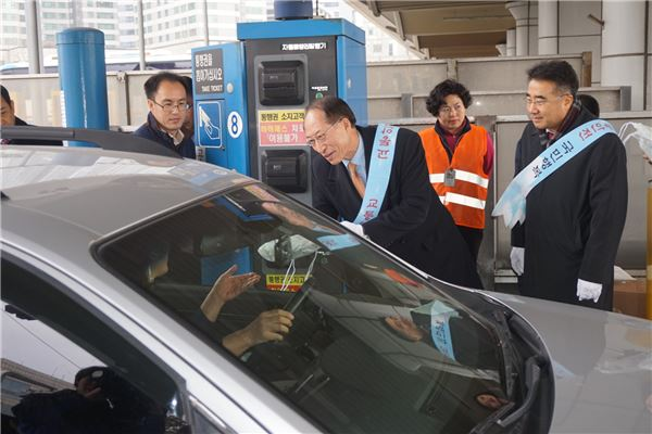 손보협회, 전국 주요 톨게이트서 교통안전 캠페인