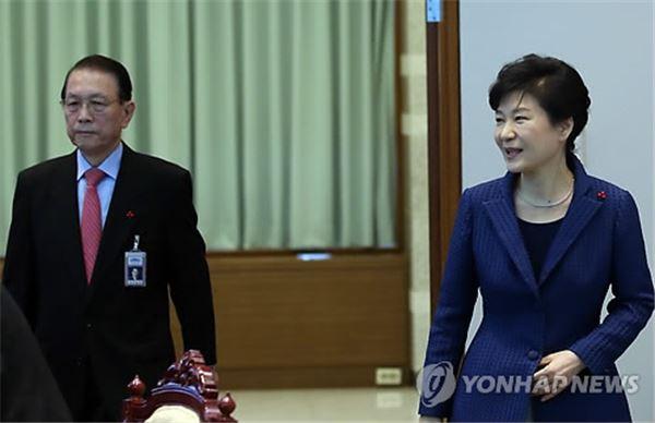 """""""대통령 잘 보필해달라"""" 김기춘 고별인사 …비서실장 교체 임박"""