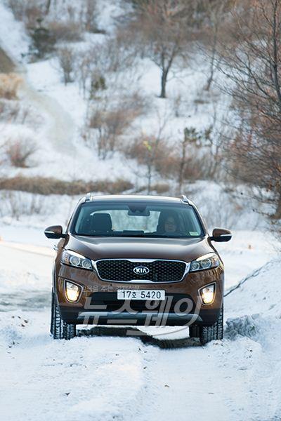 [NW시승기]프리미엄 SUV 지존, 기아차 '올 뉴 쏘렌토'...겨울 산행도 문제 없다