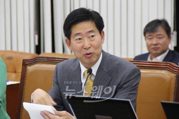 """새정치연합 """"朴 대통령 보편적 주거복지 공약 지켜라"""""""